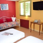 Stage natation à Aix-les-Bains, France - hôtel 2* à 1.5 km du bassin - chambre 2-5 lits pour les jeunes