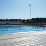 Stage natation à Loutraki en Grèce, bassin 50m découvert, grande plage pour échauffement et étirements
