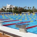 stage natation à Majorque, bassin 50m découvert, plots de départ certains avec plaquette FINA