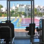 stage natation à Majorque, salle de musculation au bord du bassin