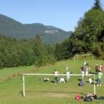 stage natation à Morzine, terrain de foot et autres commodités sur place