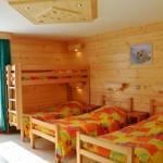 stage natation à Morzine, votre hébergement en centre de vacances chambres multiples avec salles de bain privatives