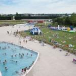 Stage natation à Chartres, plage et pelouse extérieur